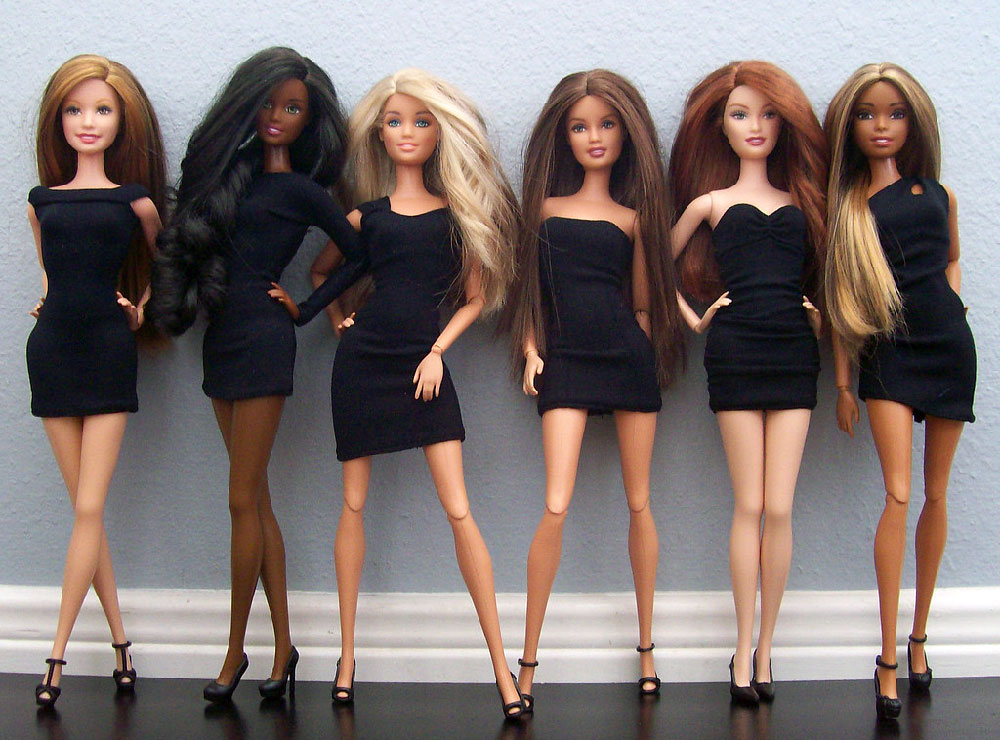 Muñecas Barbie Basics